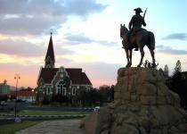 Namibie: levné letenky - Windhoek s odletem z Berlína nebo Vídně od 10 472 Kč