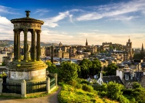 Skotský Edinburgh s odletem z Prahy nebo Vídně, a ubytováním v útulném 3* hotelu v centru města.od 3990 Kč
