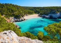 Španělsko: levné letenky - ostrov Menorca s odletem z Berlína již od 2 100 Kč