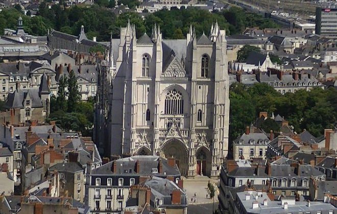 800px-Cathédrale_Saint-Pierre_de_Nantes_from_Tour_Bretagne.jpg