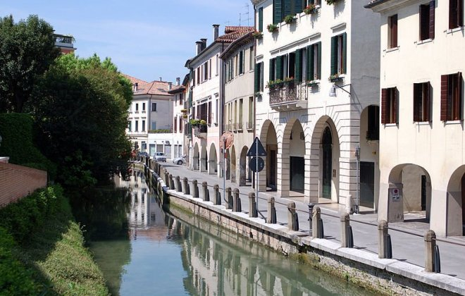 800px-Treviso-canale03.jpg