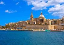 Výlet na Maltu s ubytováním v moderním městském hotelu s výhledem na Vallettu, navíc se snídaní a transferem.od 4190 Kč