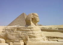 Navštivte pyramidy v Gíze
