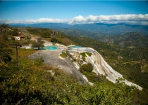 Vodopád uprostřed hor - Hierve el Agua