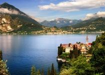 Rétské Alpy a Komské jezero v Itálii