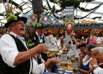 Zpáteční jízdenky na Oktoberfest od 700 Kč
